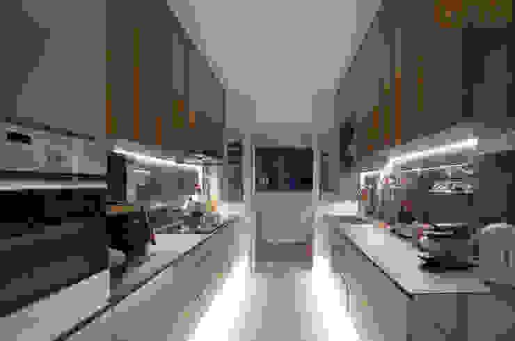 BTO @ Punggolin Hotel Style:  Kitchen by Designer House