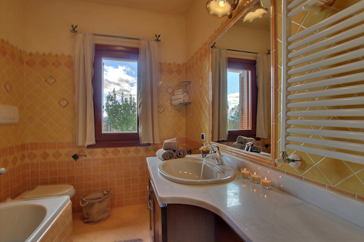 Mediterranean style bathrooms by homify Mediterranean