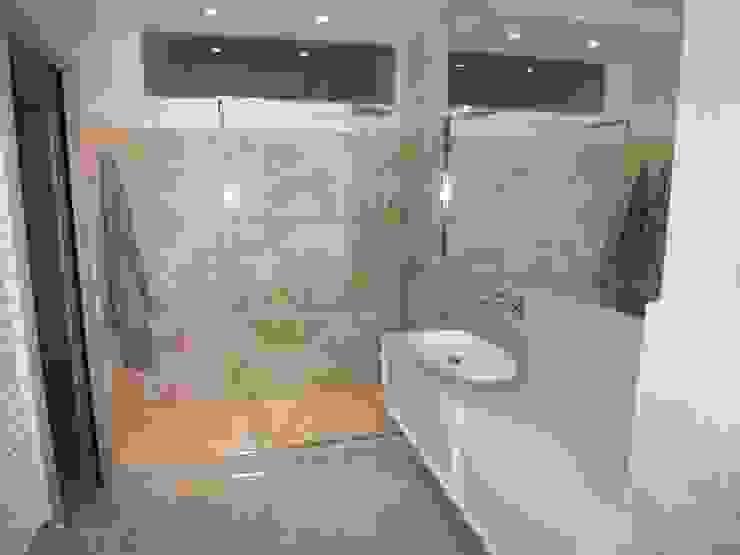 Moderne Badezimmer von ARREDACASAOnLine Modern