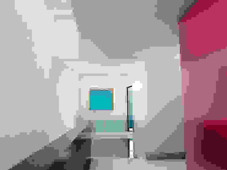 El espacio debe fluir del exterior al interior Casas minimalistas de Flores Rojas Arquitectura Minimalista