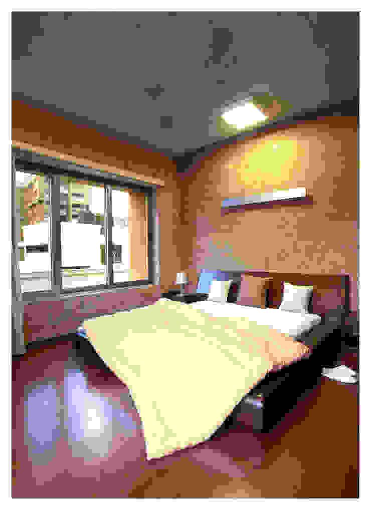 Butterfly House Modern style bedroom by ESSTEAM Modern Concrete