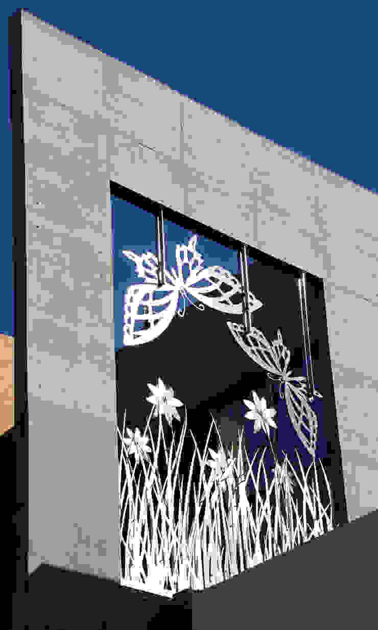 Butterfly House: modern  by ESSTEAM,Modern Iron/Steel