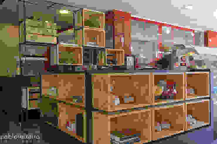 โดย Estúdio Kza Arquitetura e Interiores โมเดิร์น แผ่นไม้อัด OSB