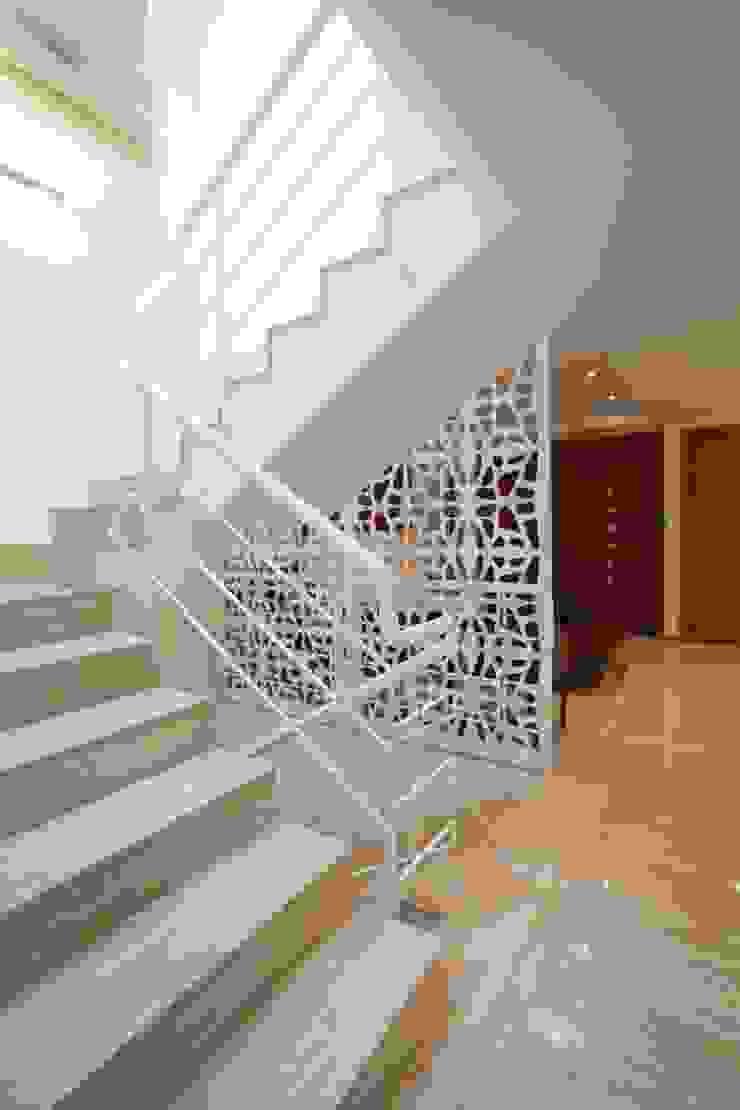 Vivienda 609 Pasillos, vestíbulos y escaleras de estilo moderno de Objetos DAC Moderno