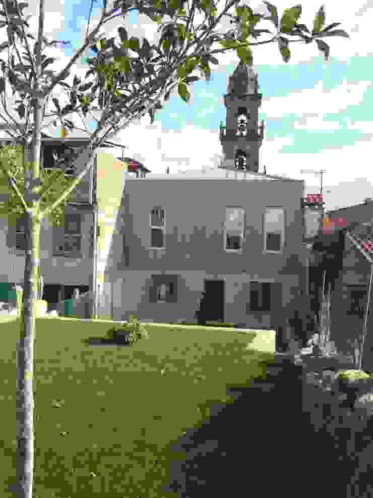 Rehabilitación de vivienda Unifamiliar. Jardines de estilo moderno de HUGA ARQUITECTOS Moderno Aluminio/Cinc