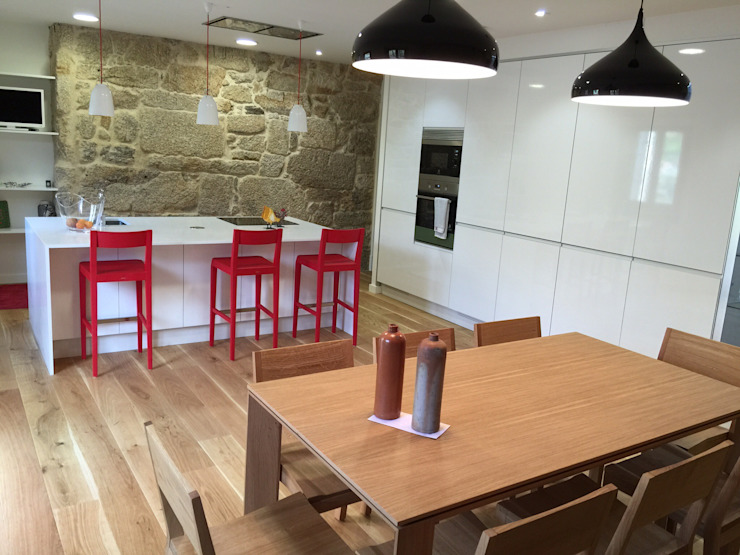 Rehabilitación de vivienda Unifamiliar. Cocinas de estilo moderno de HUGA ARQUITECTOS Moderno Madera Acabado en madera