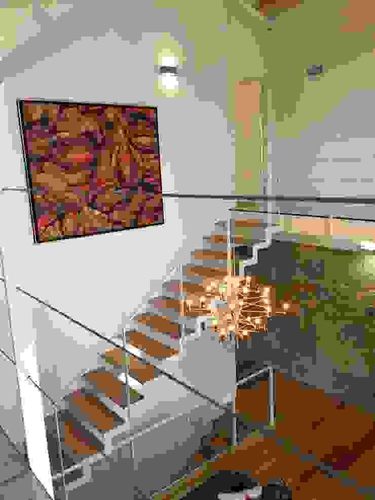 Rehabilitación de vivienda Unifamiliar. Salones de estilo moderno de HUGA ARQUITECTOS Moderno Hierro/Acero