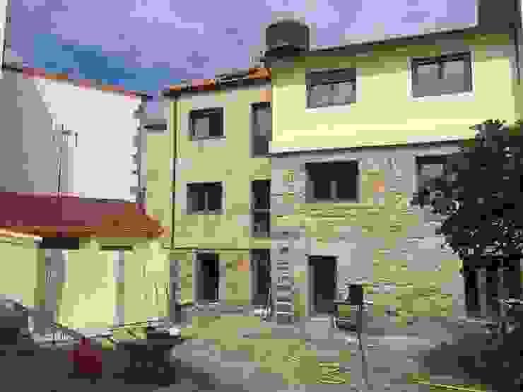 HUGA ARQUITECTOS Casas modernas Piedra