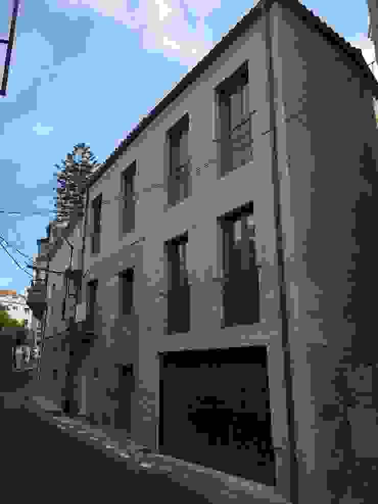 HUGA ARQUITECTOS Rumah Modern Batu
