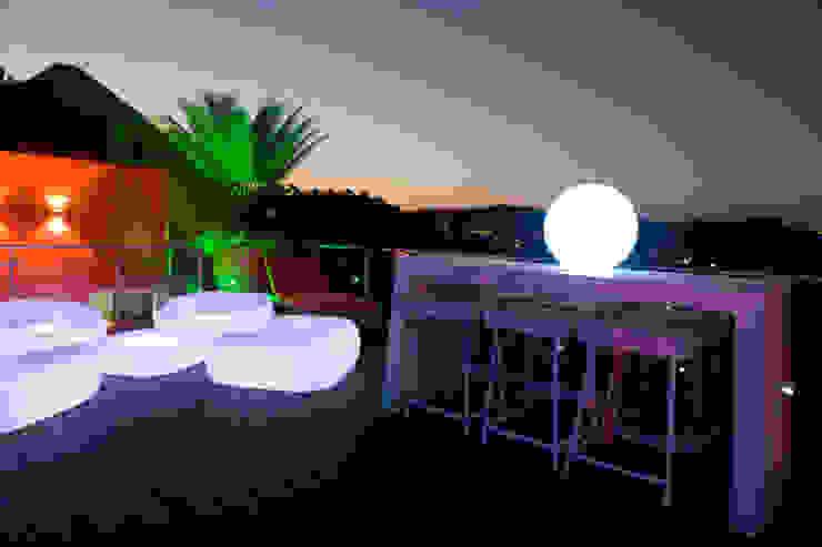 Modern balcony, veranda & terrace by Objetos DAC Modern