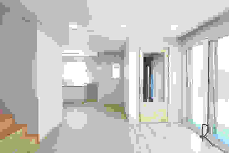 Living room by 로하디자인, Minimalist