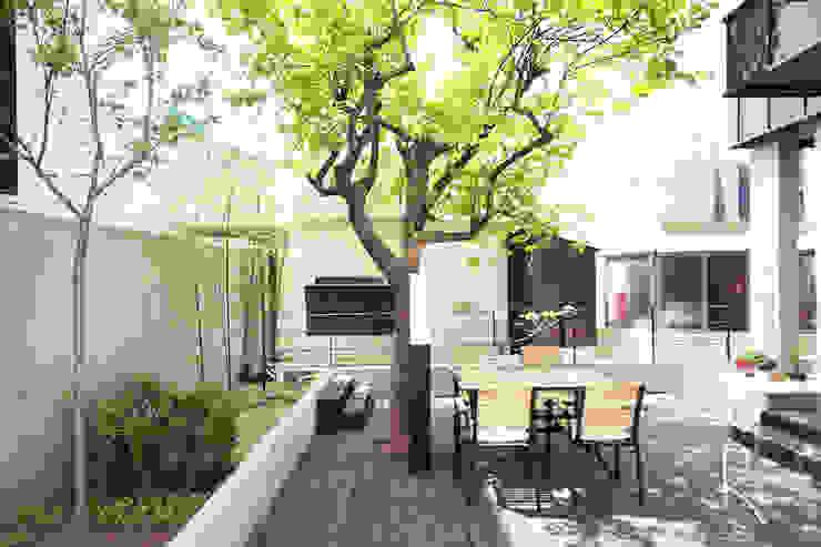 Minimalist style garden by 로하디자인 Minimalist