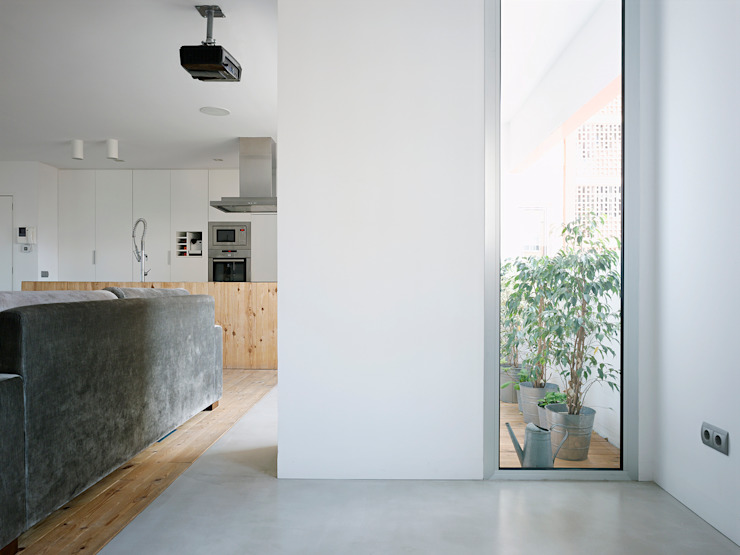 Refugio para dos Balcones y terrazas de estilo moderno de BELVEDERE CAPITAL Moderno