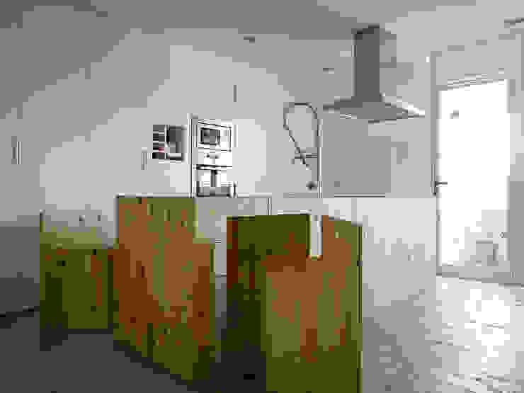Refugio para dos Cocinas de estilo moderno de BELVEDERE CAPITAL Moderno Madera Acabado en madera