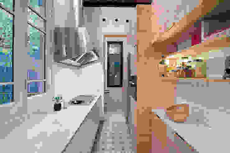 Vivienda bajos Madrazo Modern kitchen by MIRIAM CASTELLS STUDIO Modern