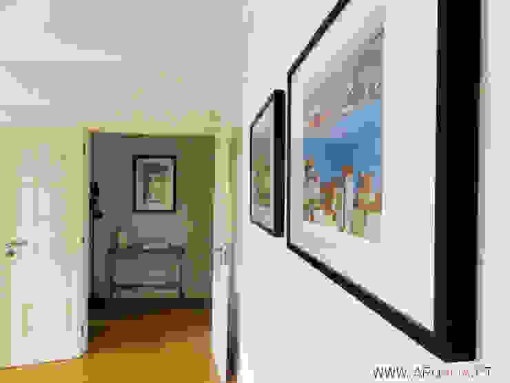 Couloir, entrée, escaliers scandinaves par ARQAMA - Arquitetura e Design Lda Scandinave Bois Effet bois
