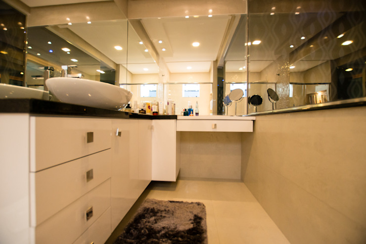 Veridiana Negri Arquitetura BathroomMirrors