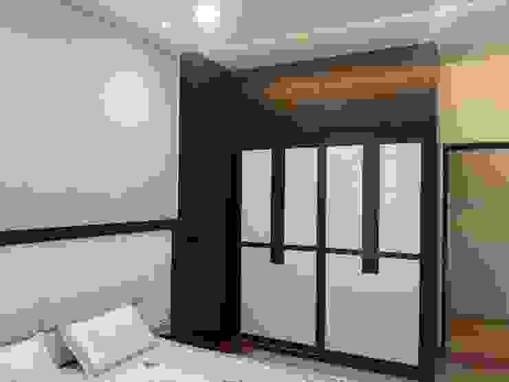 wardrobes Modern style bedroom by NCA naresh chandwani & associates Modern Glass
