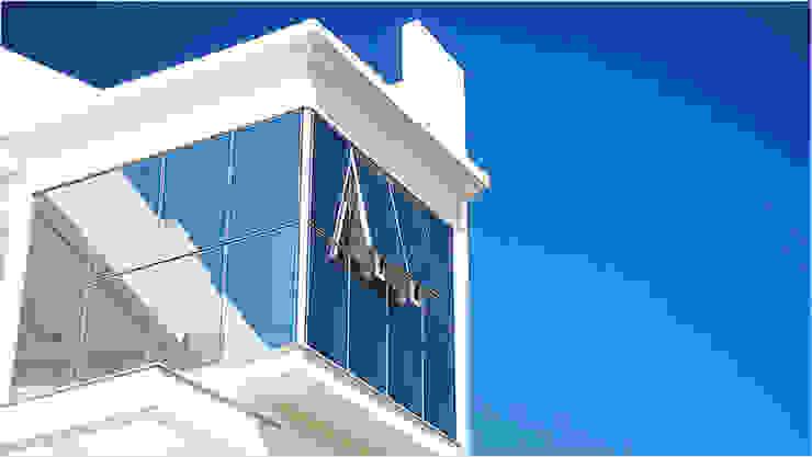 Modern houses by AMPLIZA Tuni & Santos Arquitetos Modern