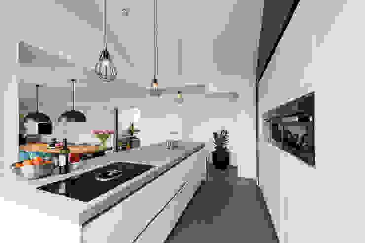 Mooie woning in Denbosch Moderne keukens van Bas Suurmond Fotografie Modern