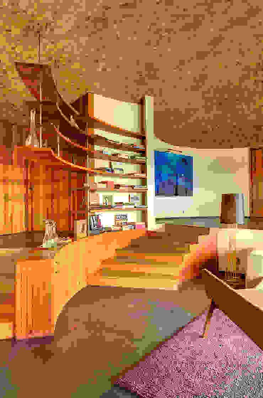 Modern corridor, hallway & stairs by RIMA Arquitectura Modern Concrete
