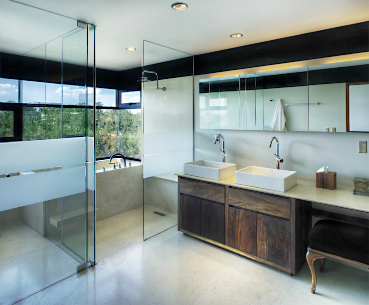 Modern Bathroom by RIMA Arquitectura Modern Glass