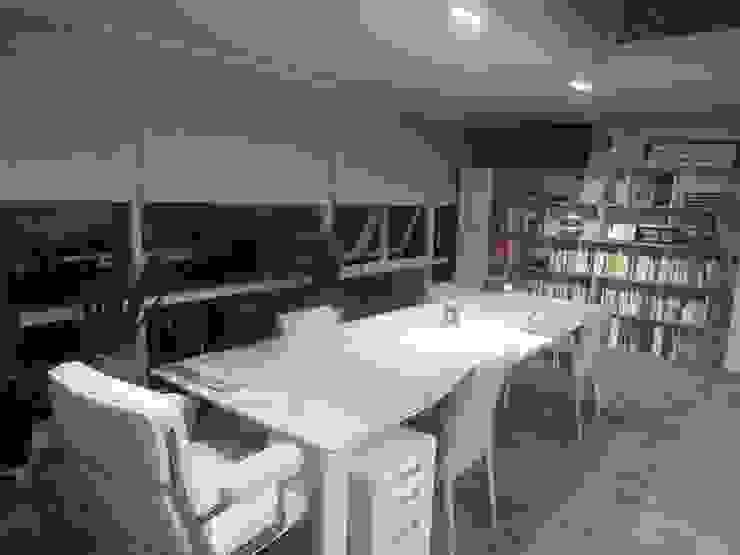 Edificios de oficinas de estilo moderno de 디자인 컴퍼니 에스 Moderno
