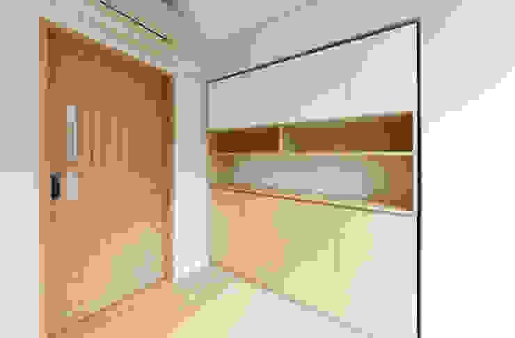 Study room Minimalist study/office by arctitudesign Minimalist