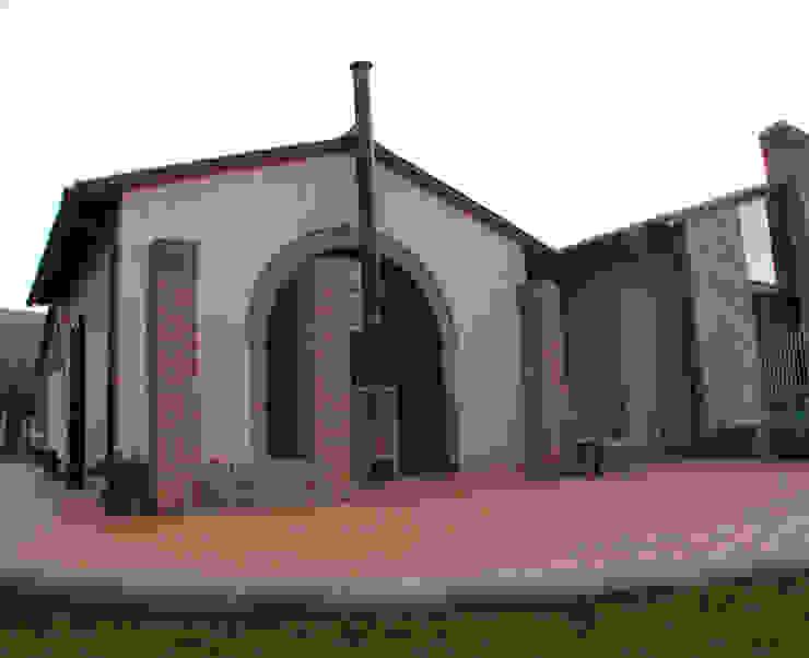 La casa di campagna Casa rurale di MARTINI RUGGERI & PARTNERS Rurale