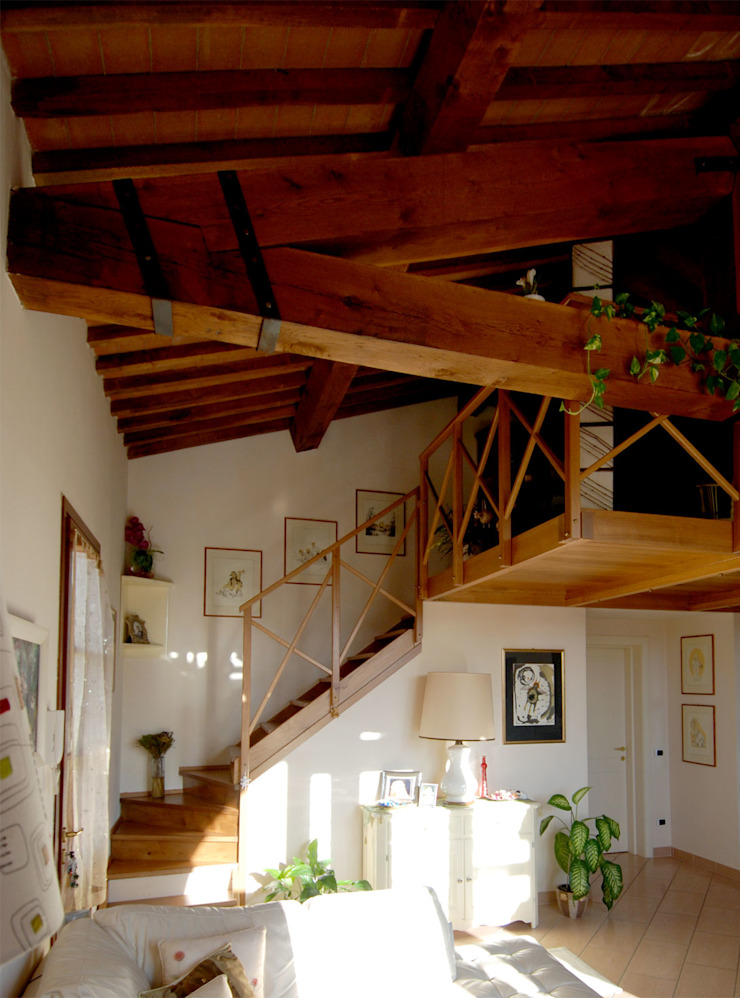 La casa di campagna Ingresso, Corridoio & Scale in stile rurale di MARTINI RUGGERI & PARTNERS Rurale