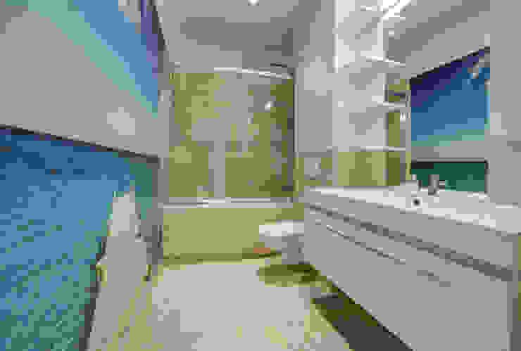 Mediterranean style bathrooms by Perfect Space Mediterranean