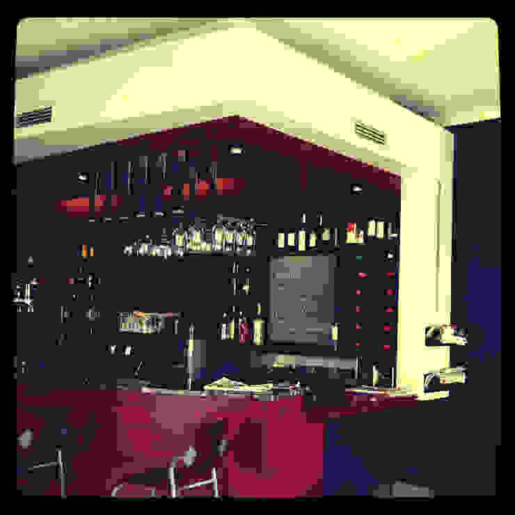 Café <q>Tapas e Tintos</q> – remodelação por suguidesign Minimalista