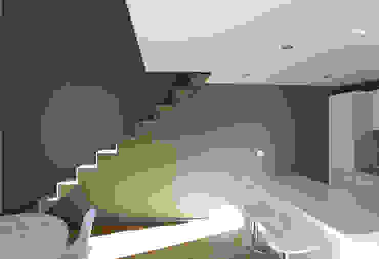 Pasillos, vestíbulos y escaleras de estilo minimalista de Filippo Rak Architetto Minimalista