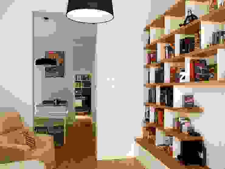Reforma integral de piso en Chueca (Madrid) Salones de estilo moderno de Reformmia Moderno