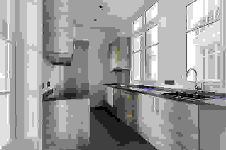 Moderne Küchen von AD9 Agencement Modern