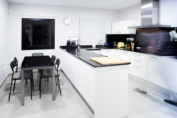 Casa David y Esther Cocinas de estilo moderno de Robert Arquitectes Moderno