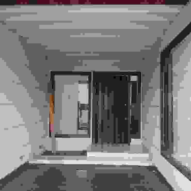 H.S.SEHGAL & ASSOCIATES Moderne Garagen & Schuppen