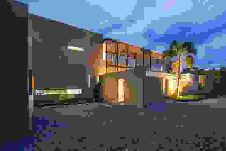 Casa Loma: Garajes de estilo  por David Macias Arquitectura & Urbanismo, Minimalista
