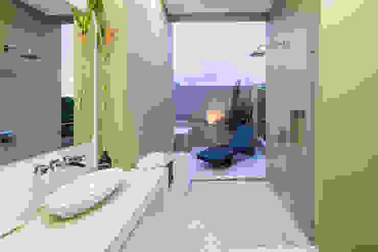 Casa Loma Baños de estilo minimalista de David Macias Arquitectura & Urbanismo Minimalista
