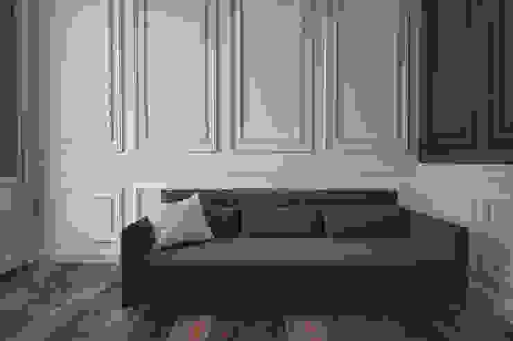 Light bedroom with bright furnishings Chambre minimaliste par U-Style design studio Minimaliste