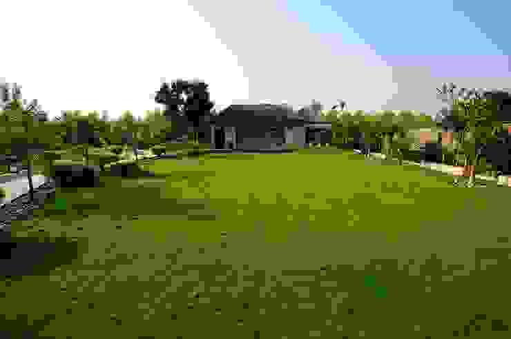 A Luxirious Thatched Villa Mediterranean style garden by iammies Landscapes Mediterranean