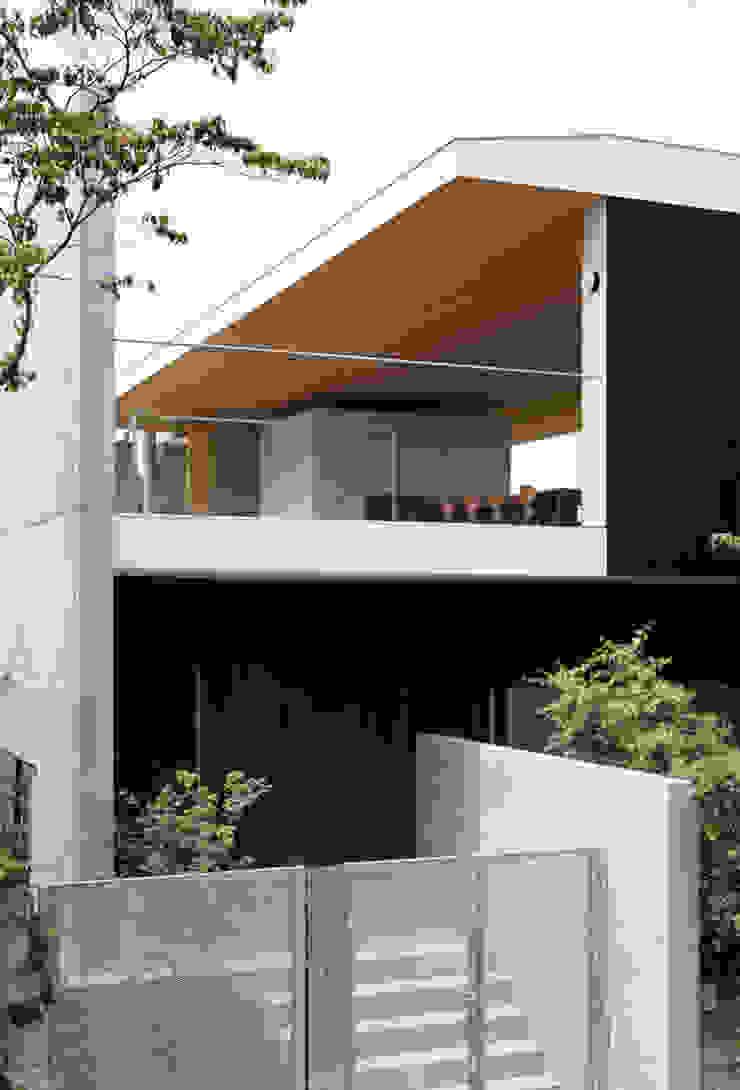 緑山の家 モダンスタイルの 玄関&廊下&階段 の 栗原隆建築設計事務所 モダン