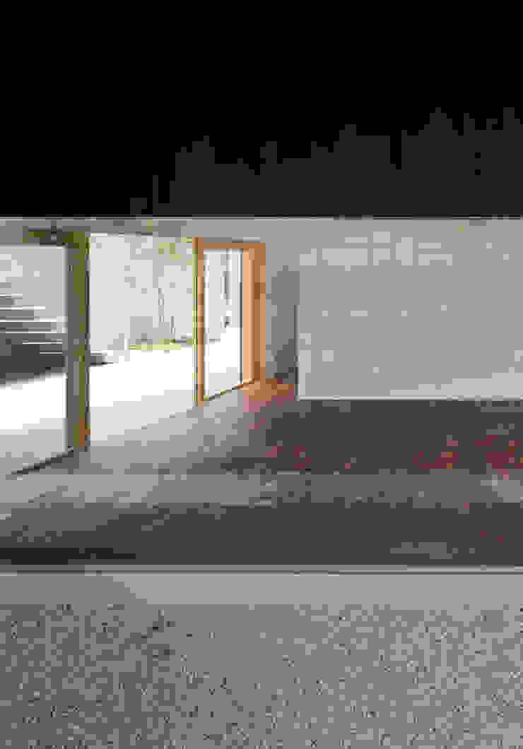 緑山の家 モダンな 窓&ドア の 栗原隆建築設計事務所 モダン