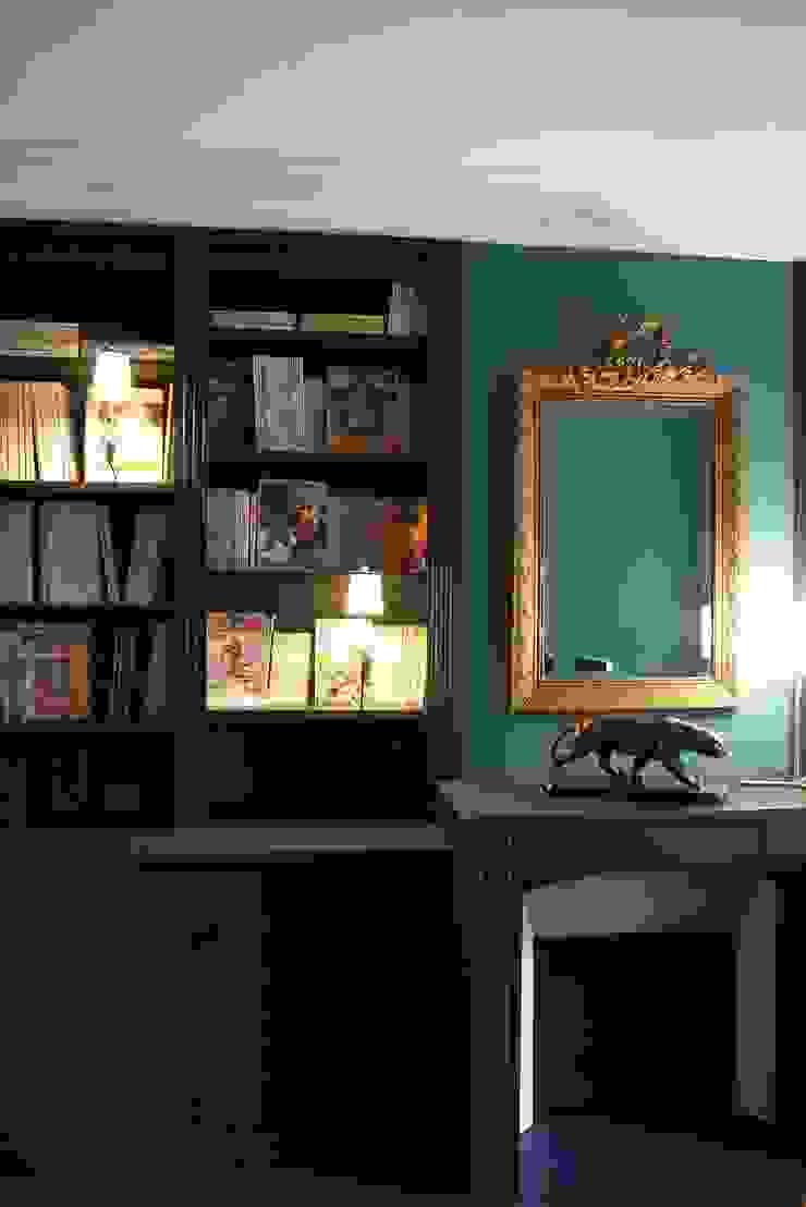 Ruang Studi/Kantor Klasik Oleh Agence Laurent Cayron Klasik