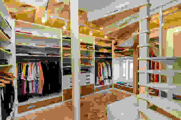Dormitorios de estilo  por Mimoza Mimarlık,