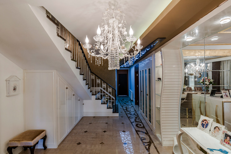 Corredores, halls e escadas clássicos por Mimoza Mimarlık Clássico