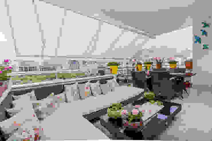 Mimoza Mimarlık Classic style balcony, porch & terrace