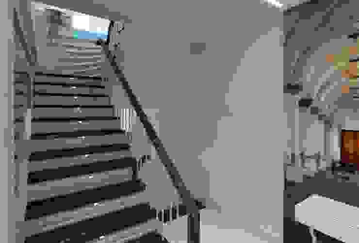 Pasillos, vestíbulos y escaleras de estilo ecléctico de Mimoza Mimarlık Ecléctico