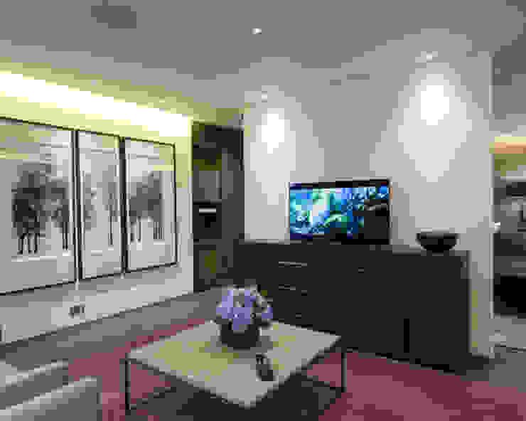 Crestron Showroom - Chelsea Harbour Design Centre, London Modern living room by Crestron Modern