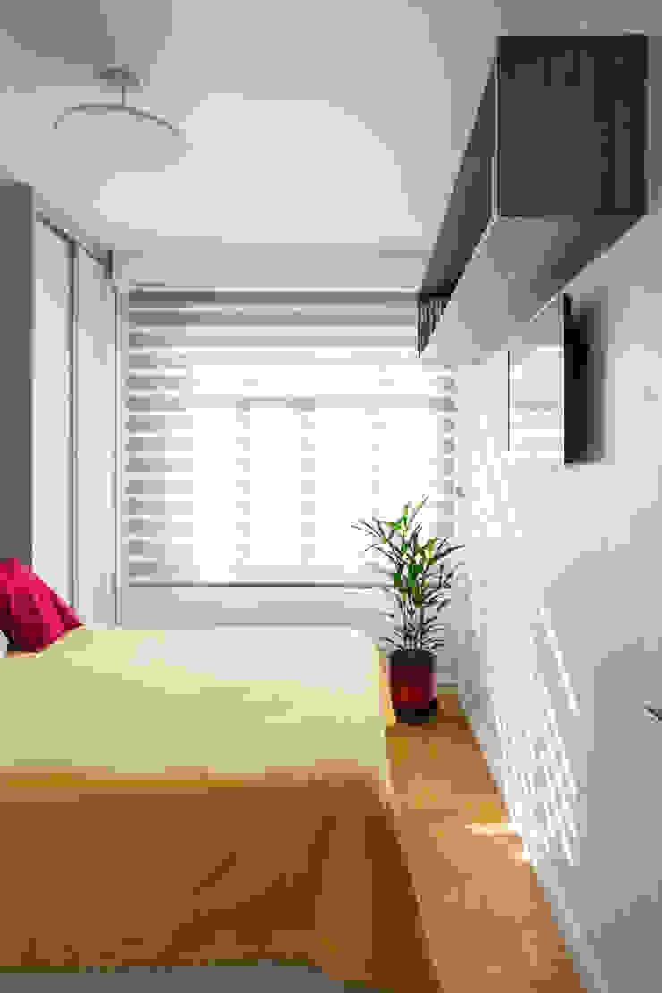Modern style bedroom by Alvorada Arquitetos Modern
